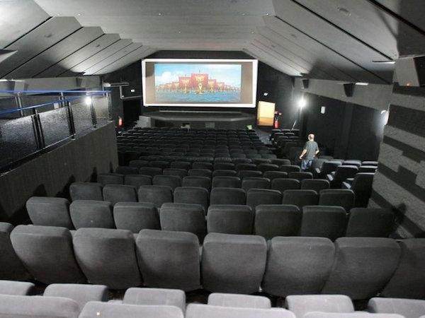 les-7-salles-du-cinema-saint-louis-ont-entierement-ete_912104_800x600