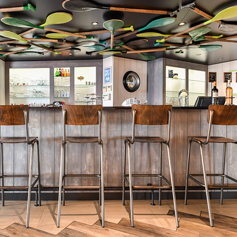 Décoration-intérieur-Ibis-Styles-bar-Chatelaillon