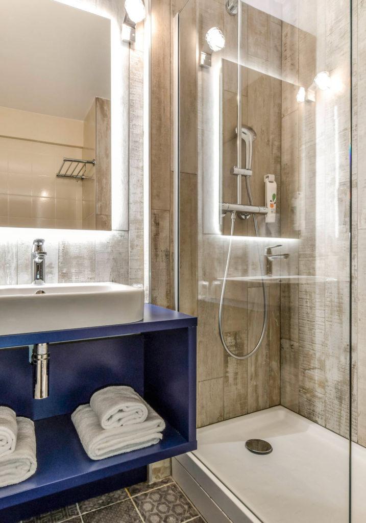 Agencement et décoration des salles de bain dans un esprit plage