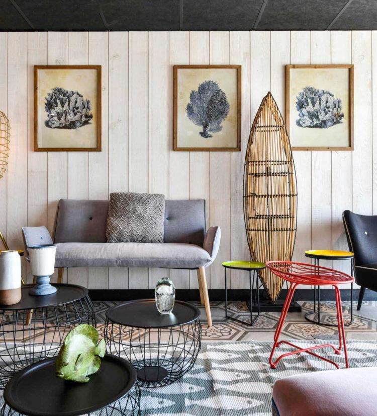 Agencement et décoration du hall d'accueil de l'hôtel Ibis Styles de Châtelaillon-plage