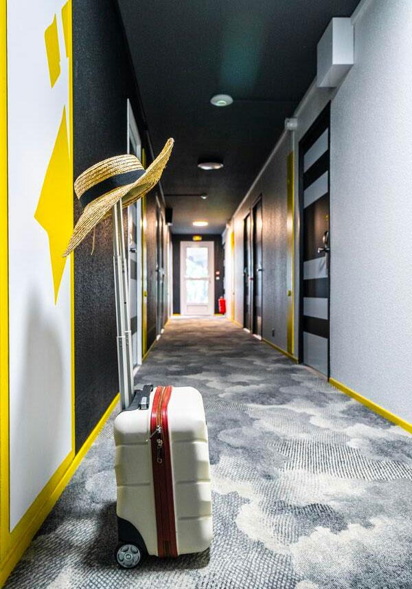 Aménagement et décoration intérieure des couloirs de l'hôtel Ibis Styles de Saint-Brieuc Plérin