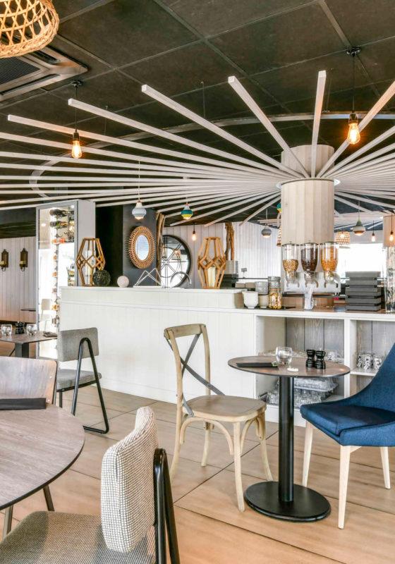 Décoration et agencement de l'espace petit-déjeuner de l'ibis styles de Châtelaillon-plage