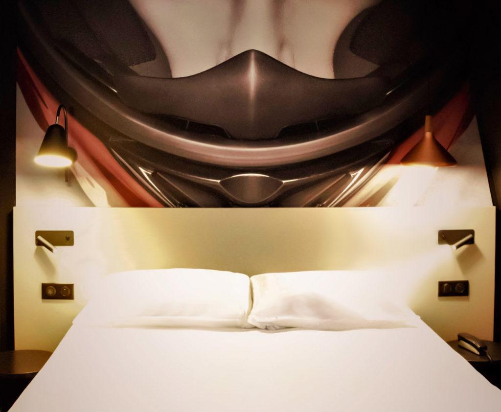 Rénovation des chambres et des tête de lit avec pilote de course