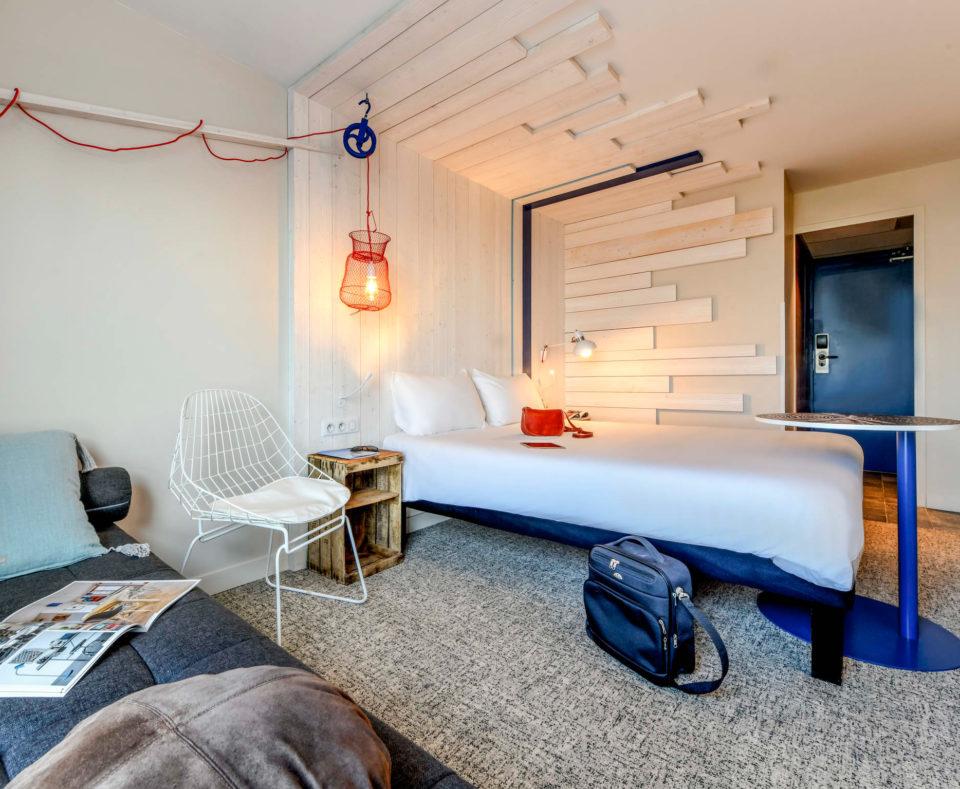 Rénovation des chambres de l'hôtel sur le styles Océan et bois flotté