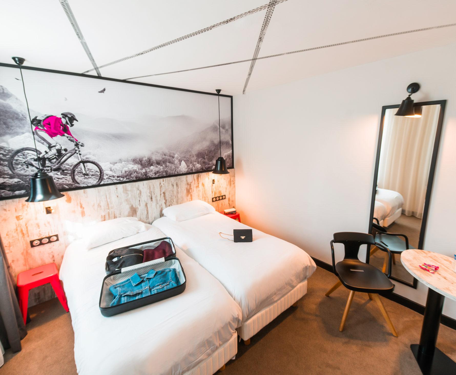 Agencement, mobilier et tête de lit vélo dans les chambres