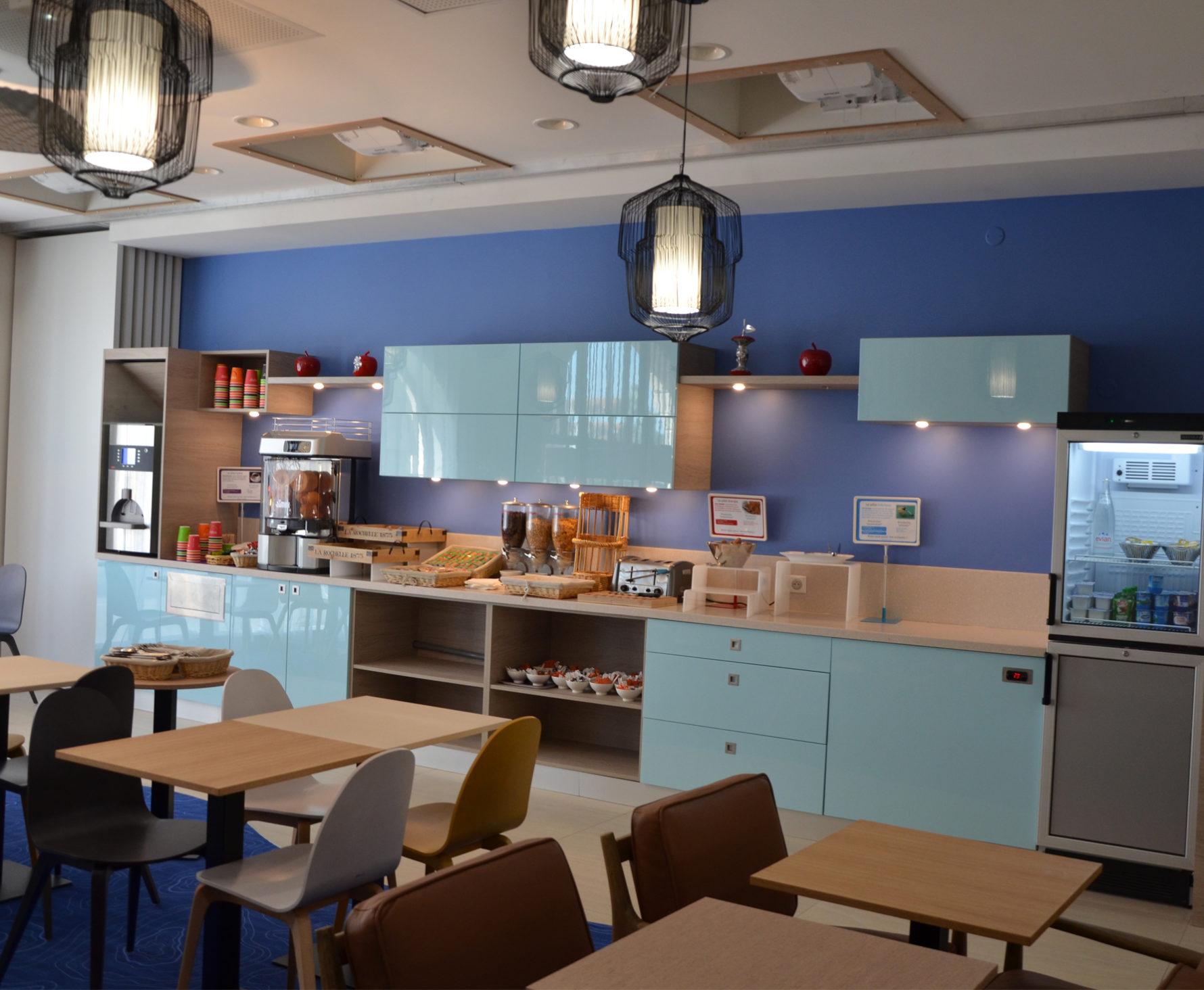 Rénovation et décoration de l'espace petit déjeuner de l'hôtel Ibis Styles de La Rochelle
