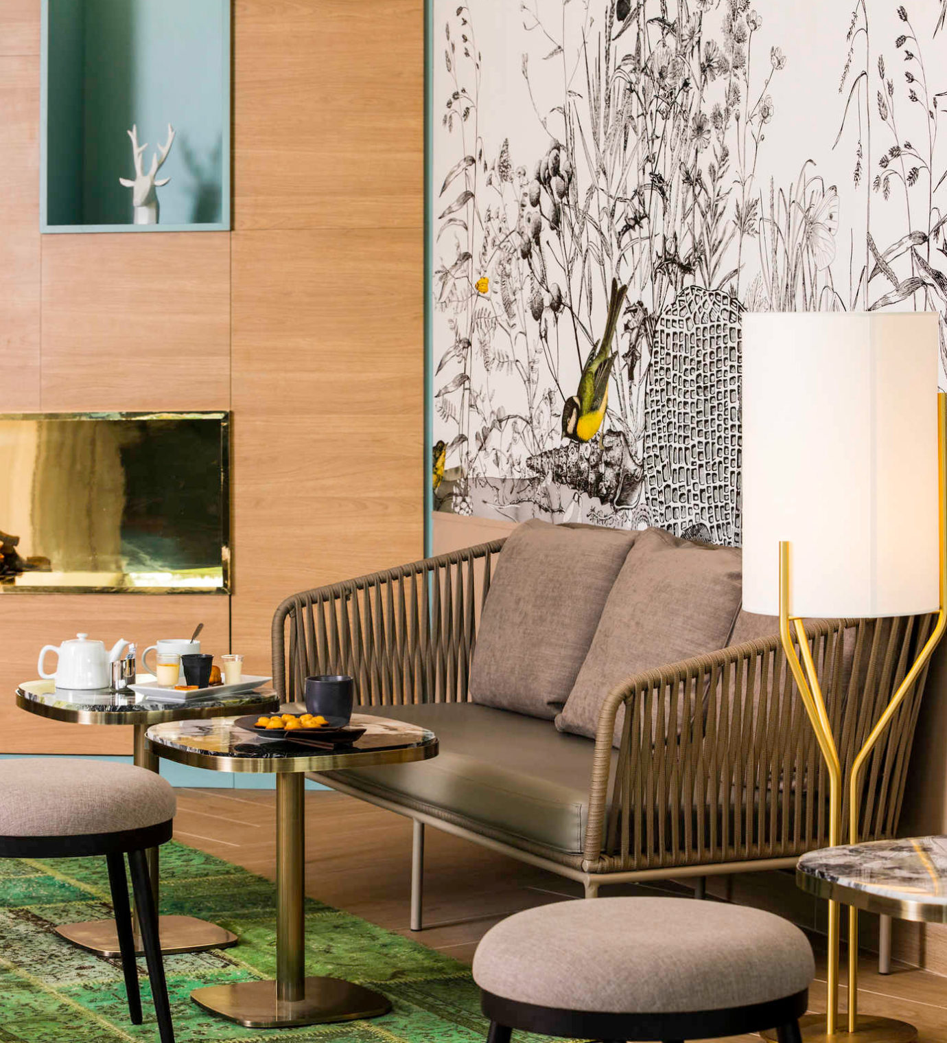 Décoration intérieure du lobby de l'hôtel Mercure Portes de Sologne
