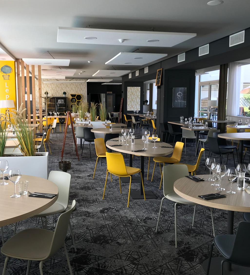 Agencement et décoration de la salle de restaurant de l'hôtel Ibis Styles de Poitiers Nord