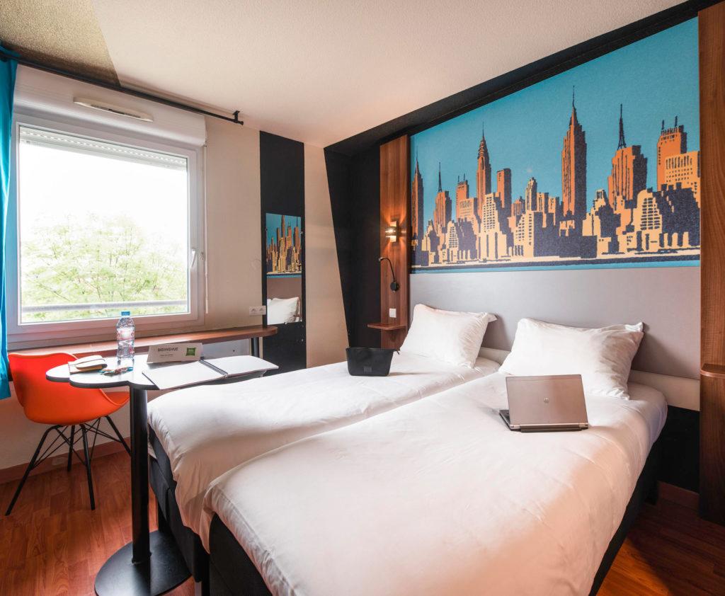 Décoration intérieure des chambres de l'hôtel Ibis Styles de Toulouse Blagnac