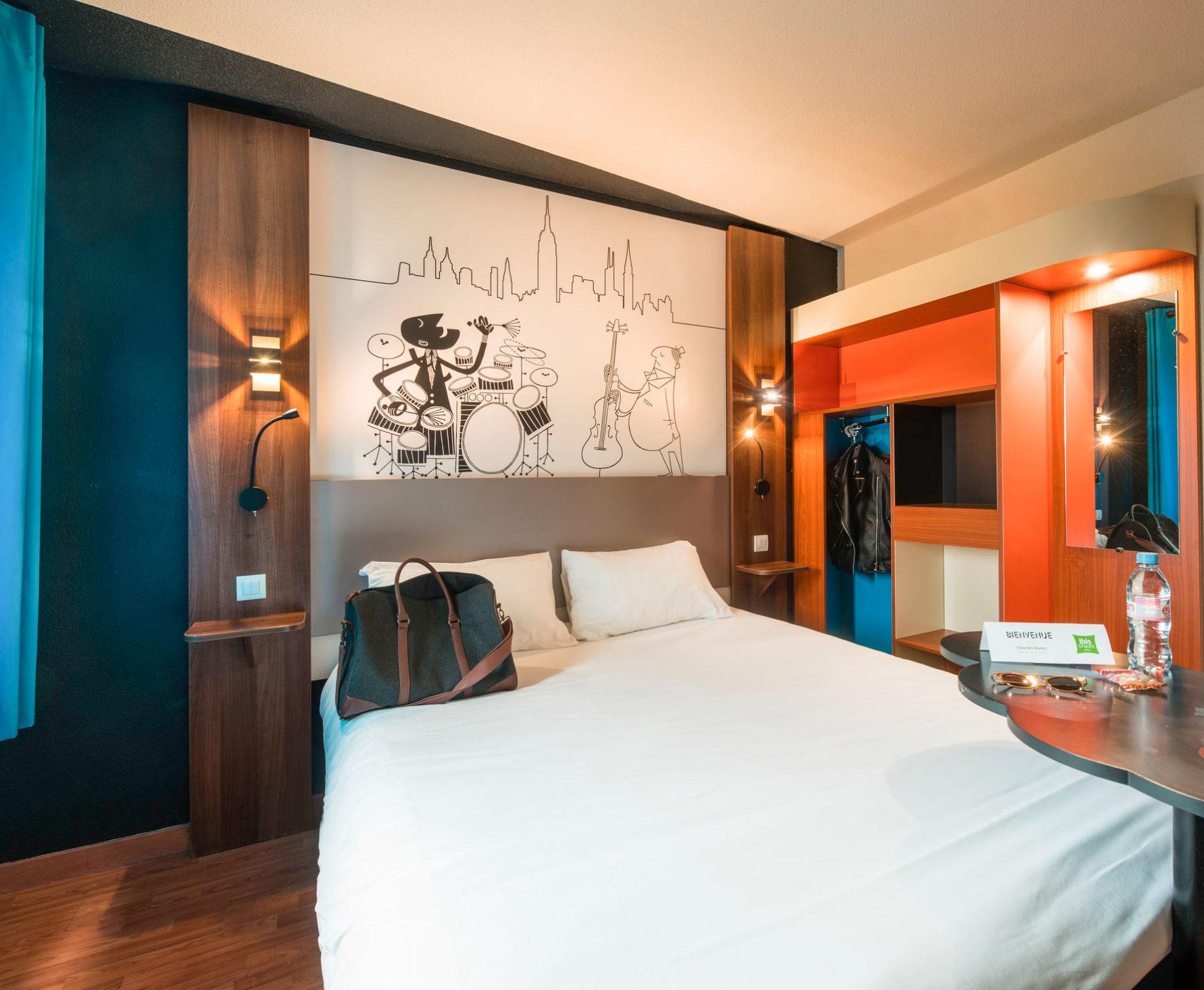 Décoration des têtes de lit de l'hôtel Ibis Styles Toulouse Blagnac
