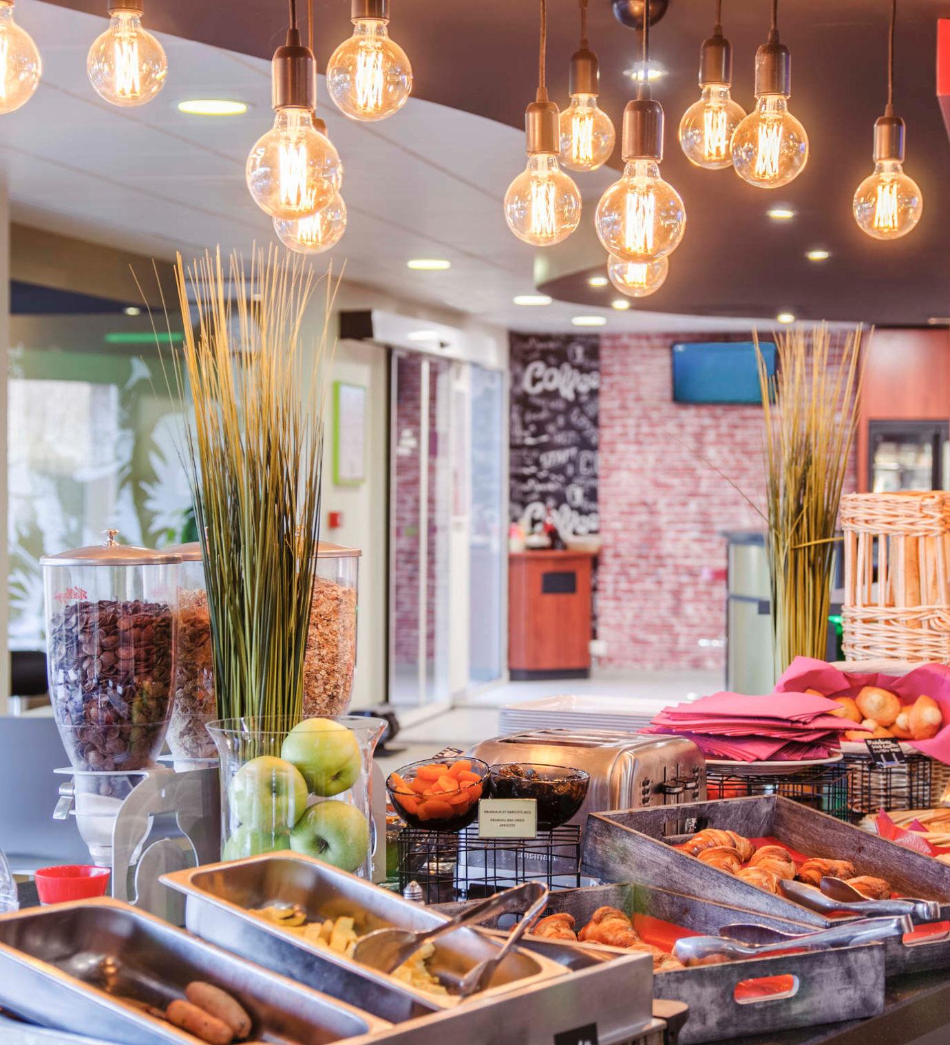 Rénovation et décoration de l'espace petit déjeuner de l'hôtel Ibis Styles de Toulouse Blagnac