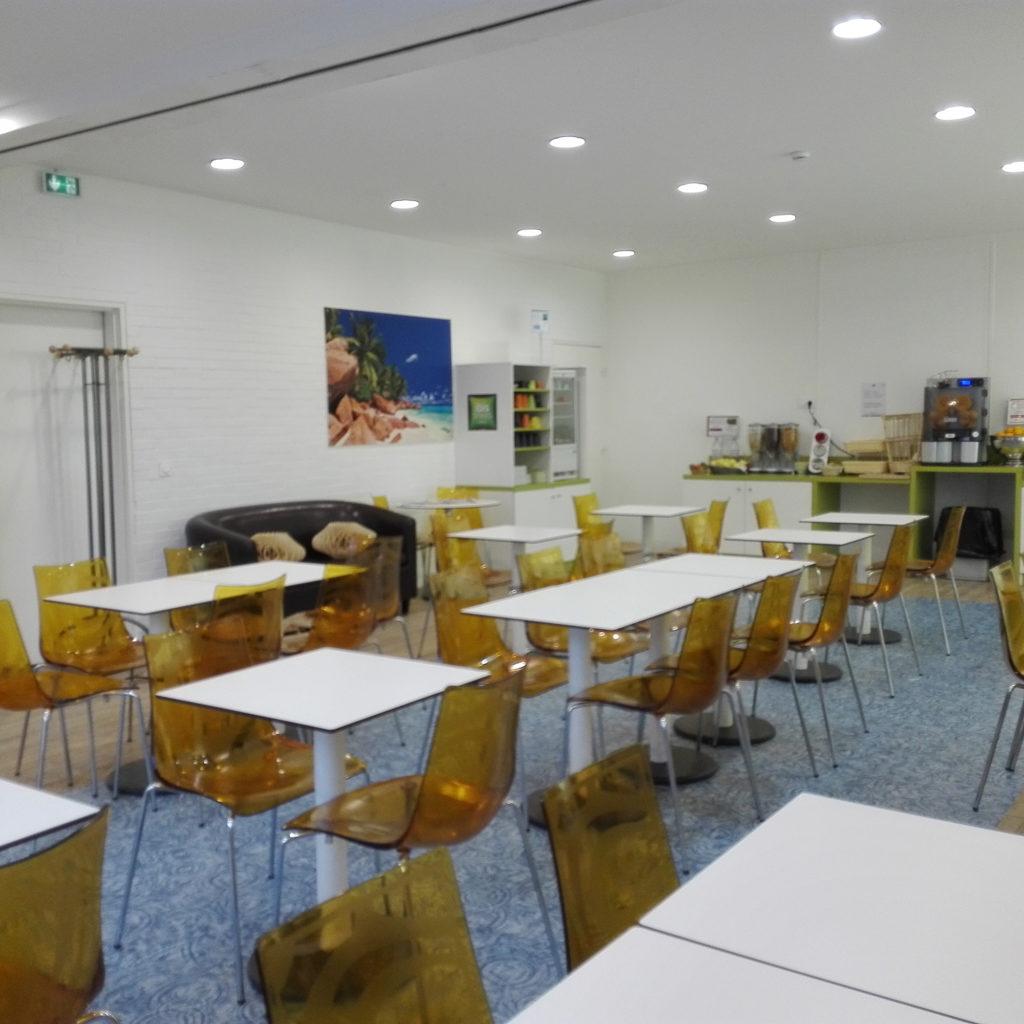 Salle petit-déjeuner avant le projet de décoration d'intérieur