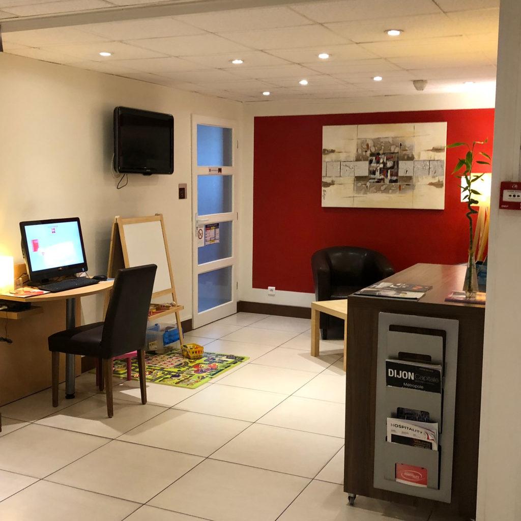 Espace lounge avant agrandissement de l'hôtel Ibis de Dijon Sud