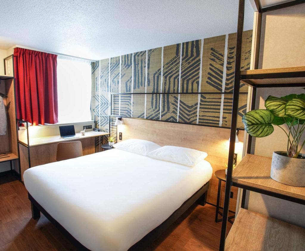 Agencement et architecture d'intérieur pour l'hôtel Ibis rouge de Tours