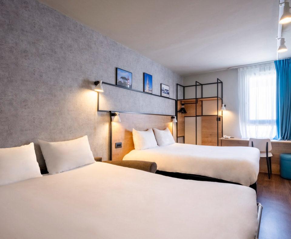 Aménagement et décoration des chambres quadruples de l'hôtel Ibis de La Rochelle vieux port