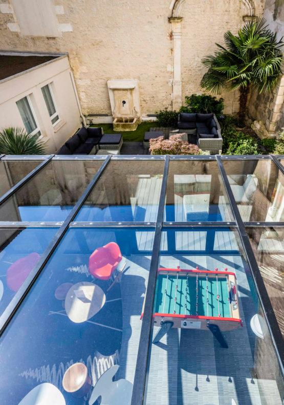 Création d'une véranda en verre à l'hôtel Ibis de La Rochelle