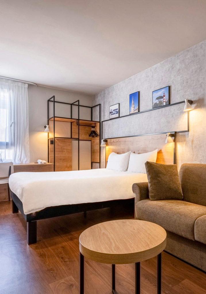 Décoration et rénovation des chambres sous le concept Plaza de l'hôtel Ibis de La Rochelle