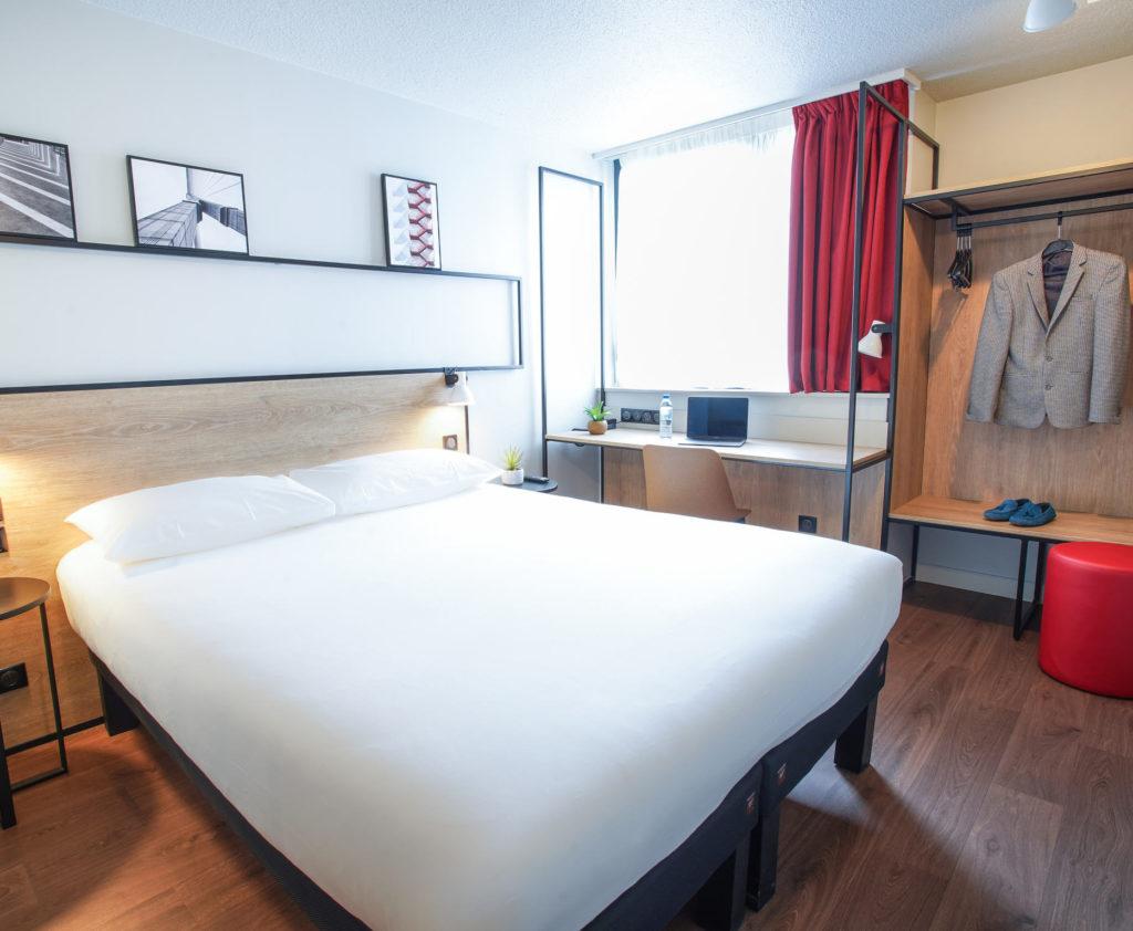Aménagement et décoration des chambres dans un style industriel, bois et métal