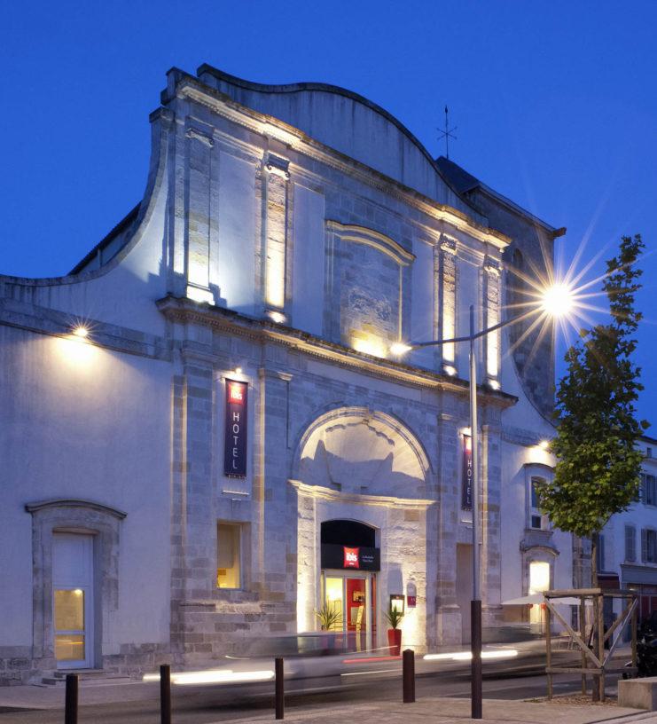 Rénovation des façades de l'Ibis de La Rochelle vieux port
