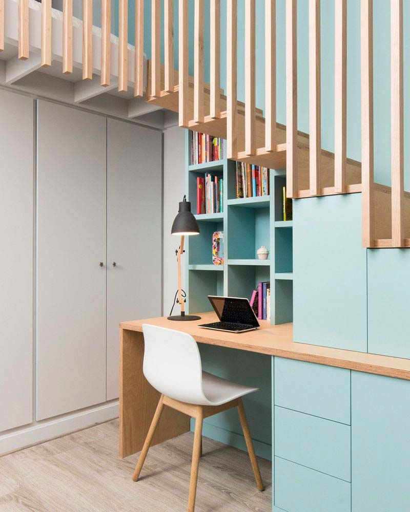 Aménager et décorer un bureau sous un escalier