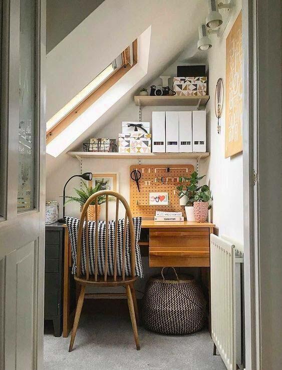 Aménager et décorer un bureau à domicile sous un rampant