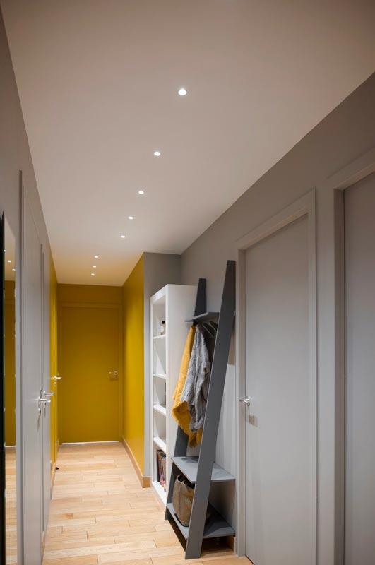 Couloir de couleur jaune illuminating et Ultimate Gray, tendance 2021