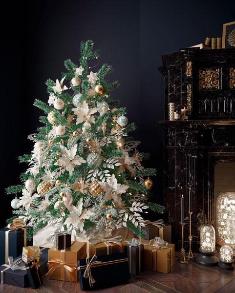 Décoration oversized d'un arbre de Noel maximaliste aux couleurs blanches, dorés et argentés