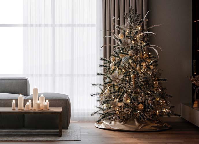 Décoration maximaliste d'un sapin de Noel blanc, doré avec de l'herbe de la pampa