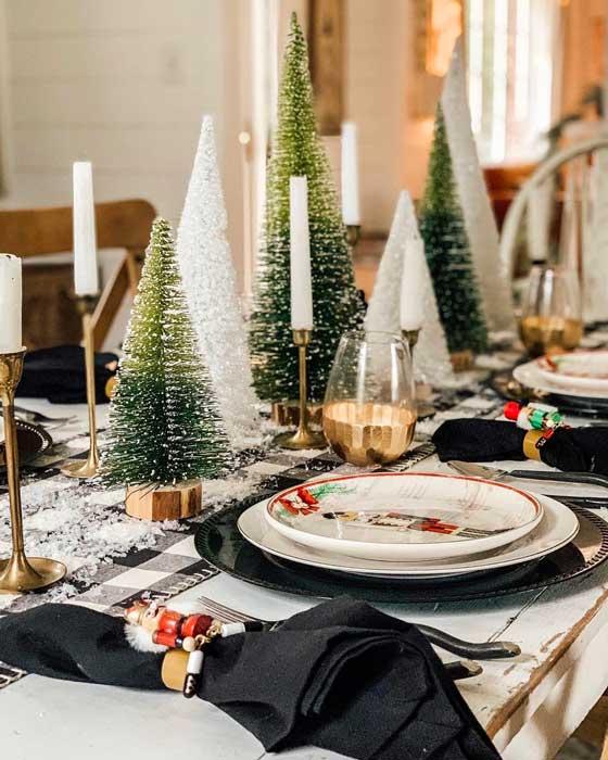 Une décoration chic de la table du réveillon, noir, blanc, doré