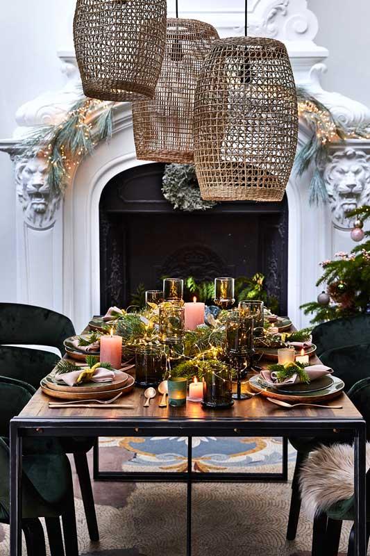 Une décoration rustique pour la table du réveillon de Noël