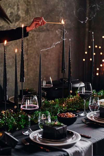 Décoration total black pour la table de Noël de 2020