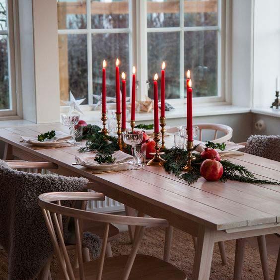 Table scandinave de réveillon minimaliste