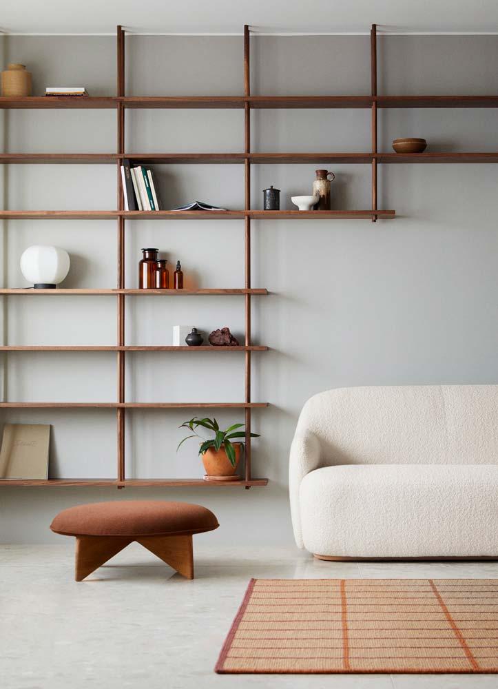 Des étagères rectangulaires dans l'esprit des fenêtres japonaises
