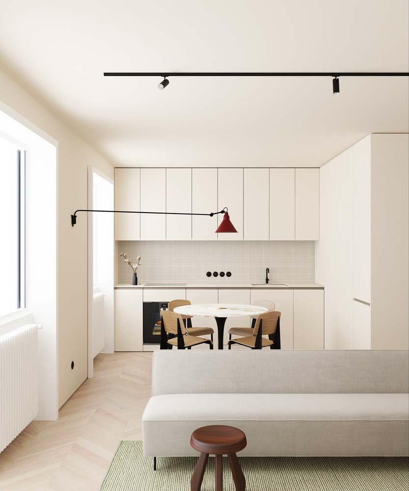Une petite cuisine minimaliste très lumineuse à la décoration blanche