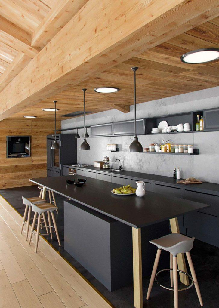 Une cuisine noire habillée d'un bardage intérieur en chêne moyen