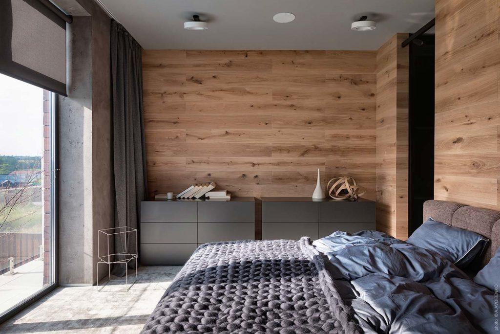 Chambre parentale cocooning avec un lambris en bois naturel