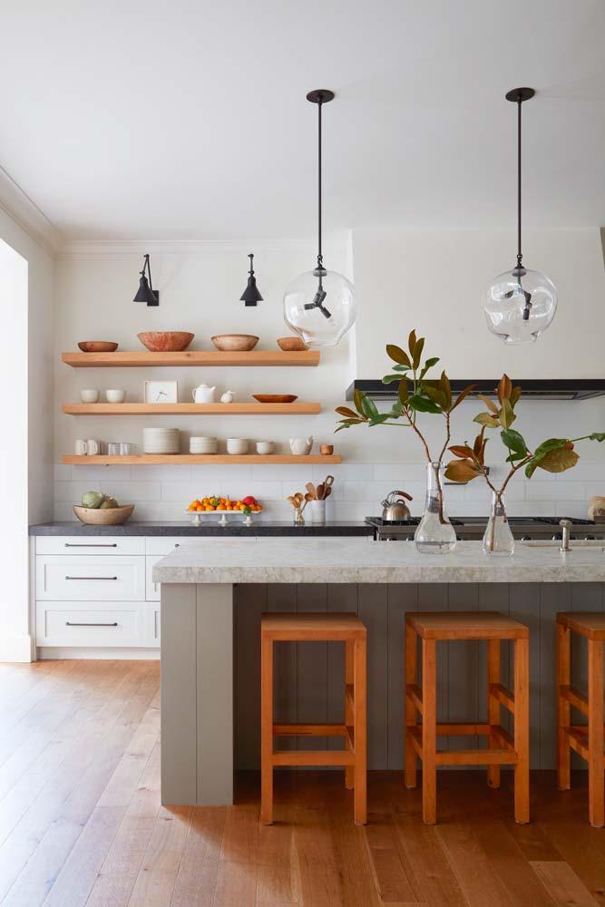 La tendance shelfie affiche votre vaisselle de tout horizon sur des étagères