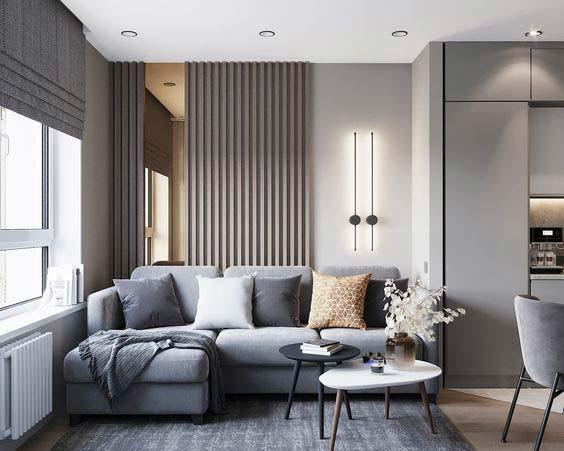 Un lambris de tasseaux de bois gris pour décorer un pan de mur de son salon