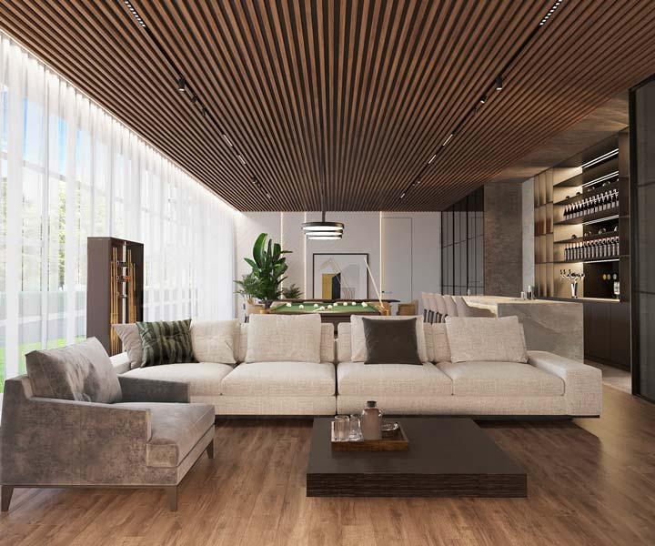 Une grand pièce de vie avec un plafond habillé de tasseaux de bois en chêne foncé