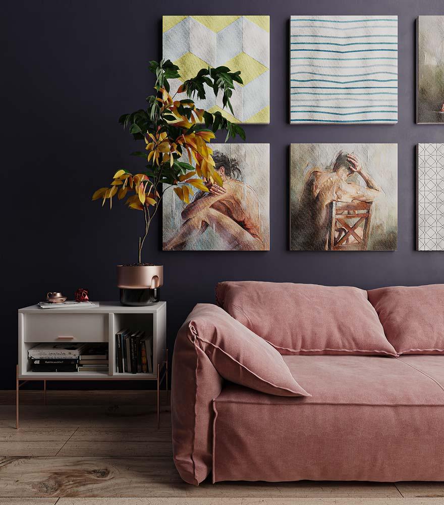 Canapé rose et plancher clair avec murs bleu pétrole et pot de plante rose gold