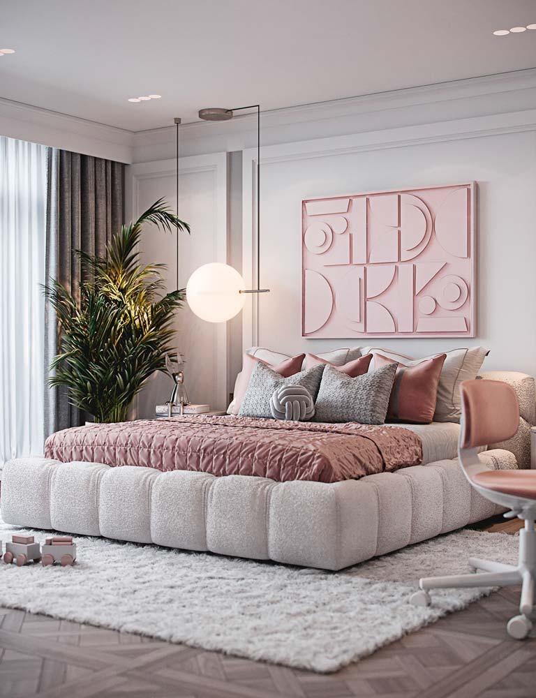 Chambre parentale blanche avec du linge de lit vieux rose et une déco géométrique