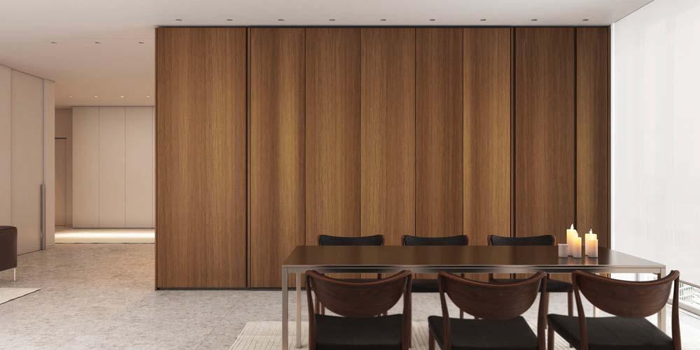 Une salle à manger slow living avec une grande armoire en bois aux portes fermées