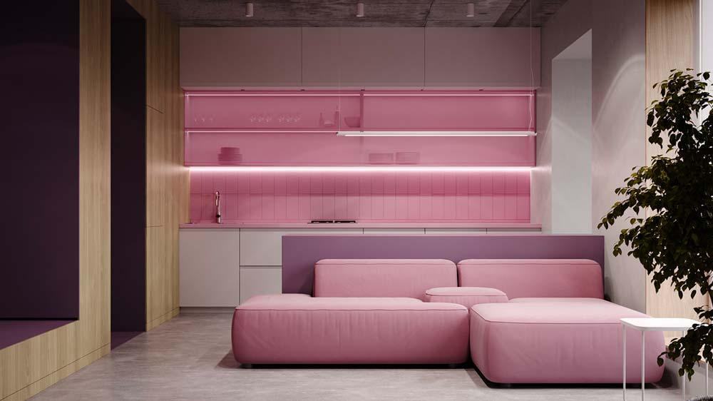 Un coin salon rose et violet avec des néons roses et des étagères shelfie