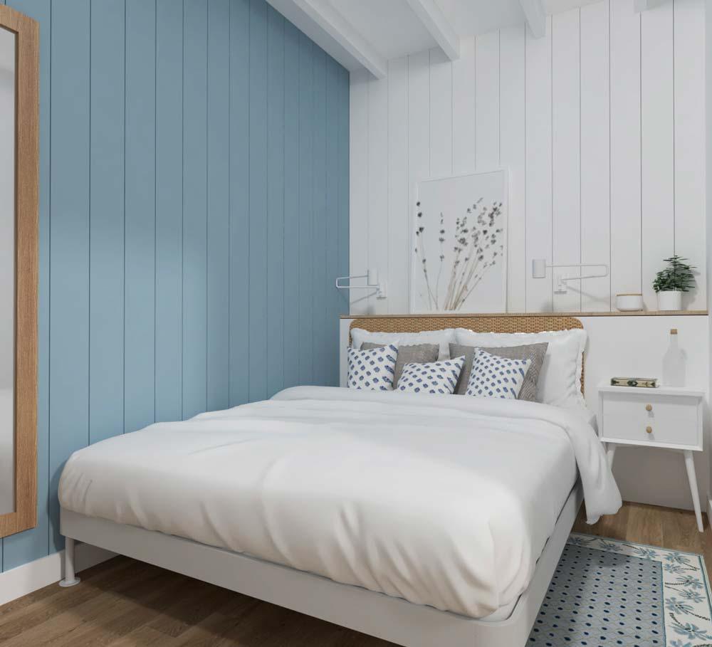 Une chambre au plancher en bois et aux murs de bardage intérieur blanc et bleu avec un lit double