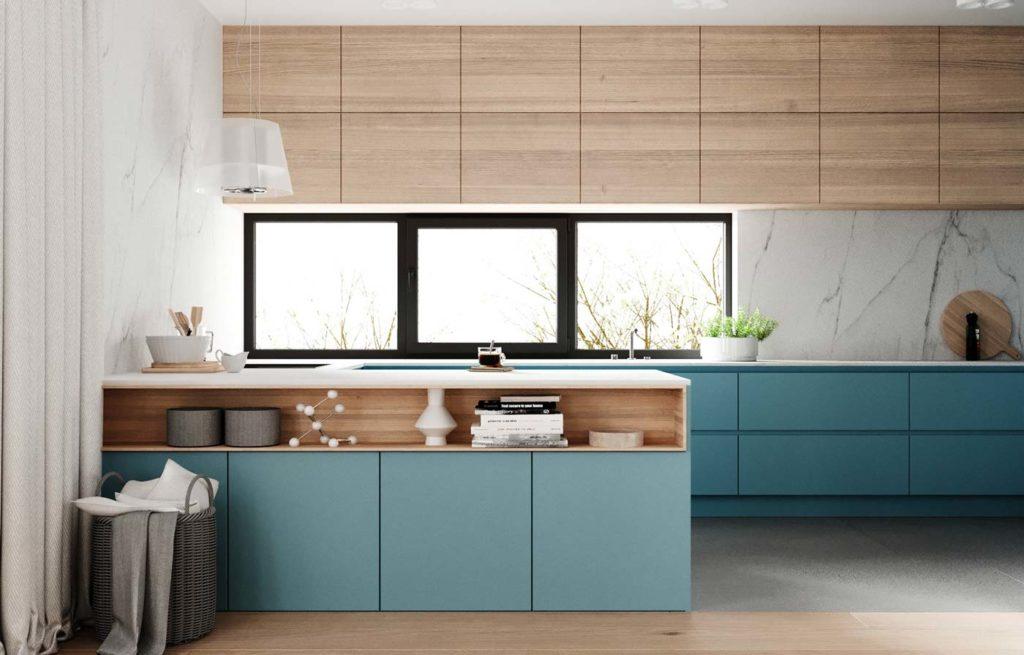 Une cuisine lumineuse en bois blond et meubles couleur blue sky