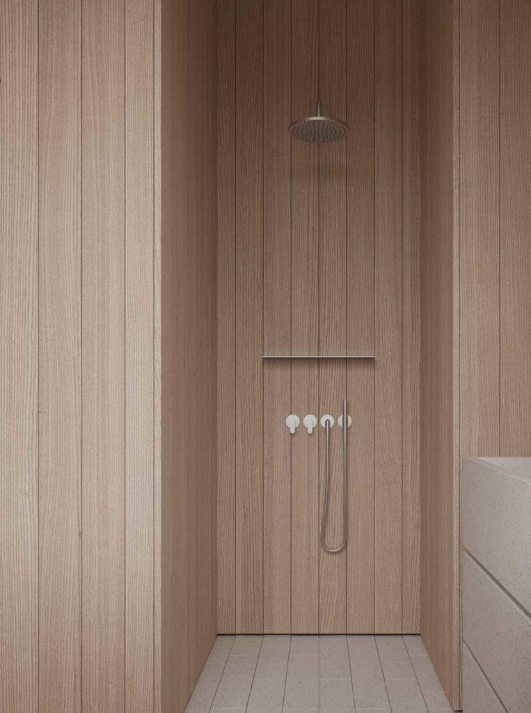 Une douche tendance avec des parois en bois blond pour un effet spa intérieur