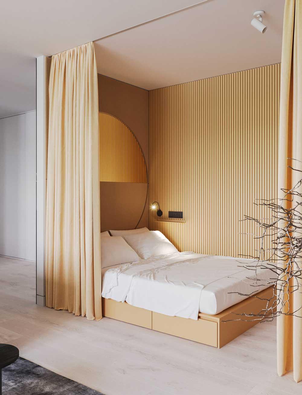 Un espace nuit dans les tons jaune pastel délimité par des rideaux