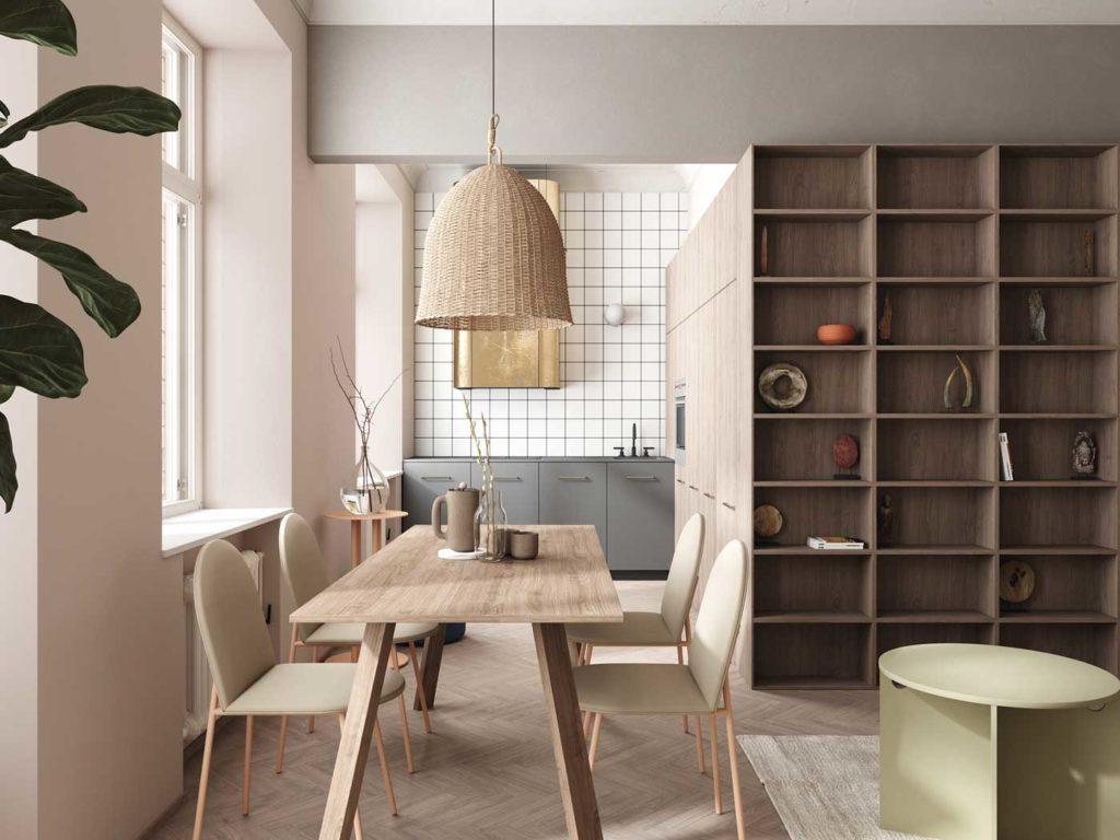 Du bois blond en salle à manger pour une grande table et des étagères shelfie