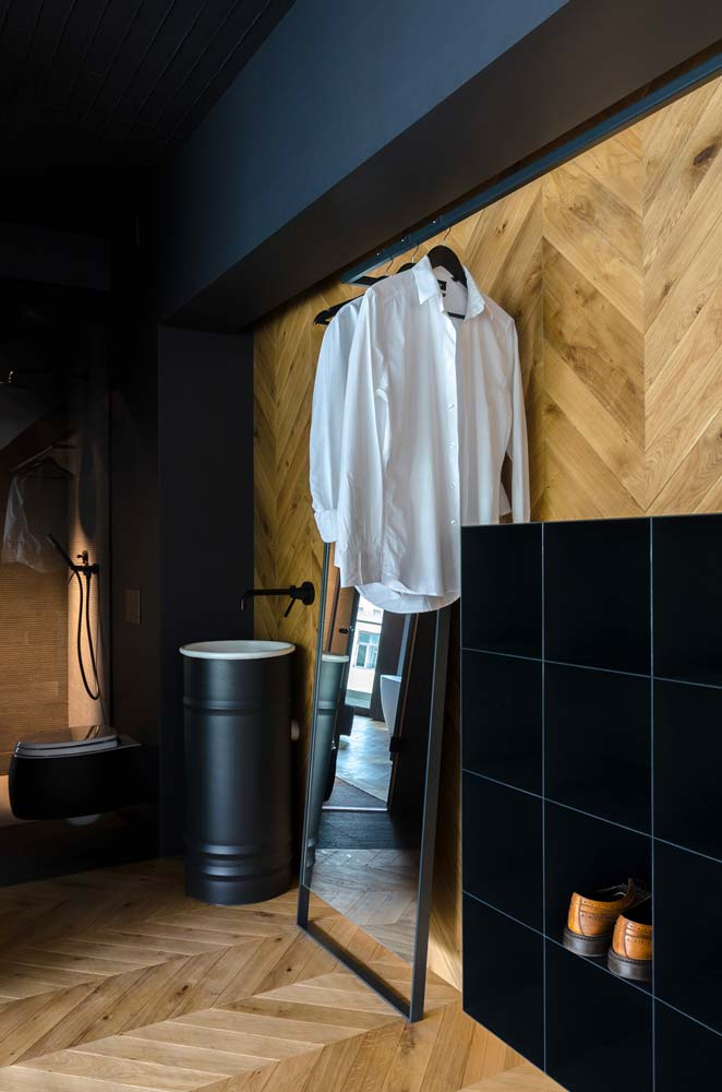 Salle de bain industrielle chaleureuse pour homme