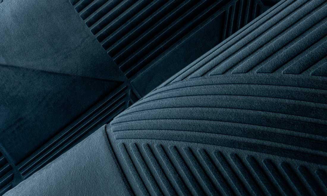 Revêtement textile mural bleu effet velours motifs géométriques
